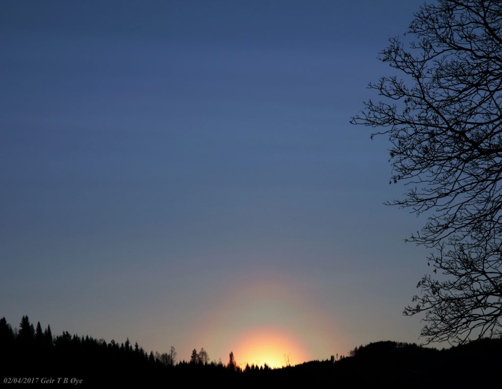 A colorful ring around the setting sun. This corona was visible in the afternoon of February 4th, 2017. Photo details: Canon EOS M3, Sigma 17-70 mm lens.