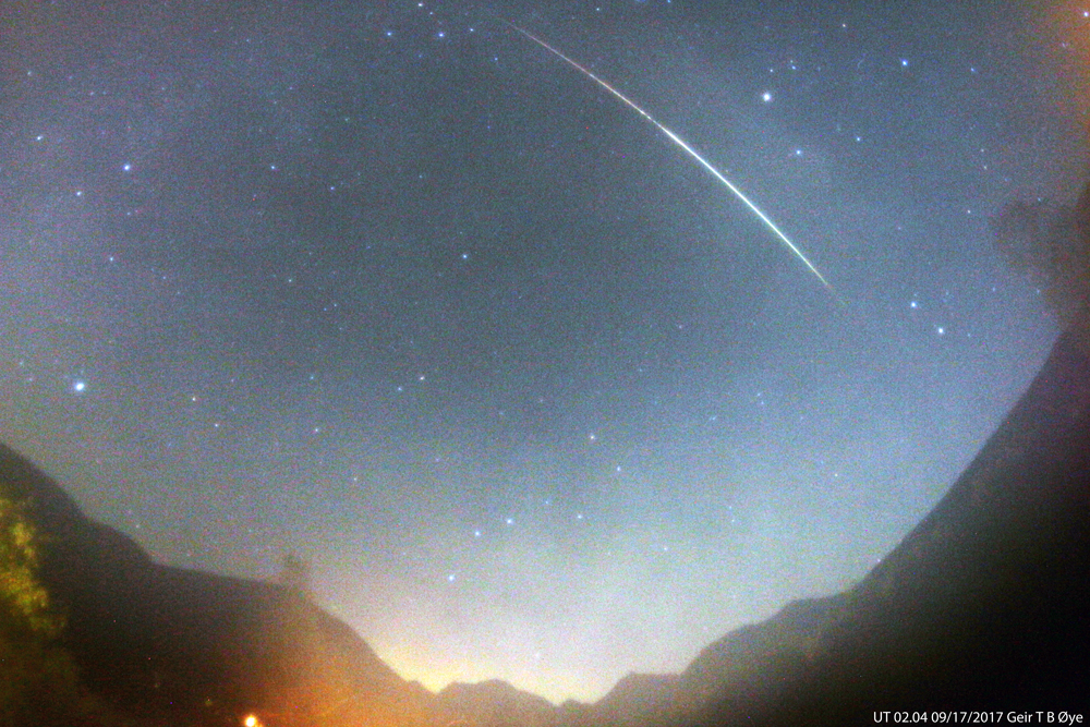 This fireball streaked the sky over the valley at about 04.04 (UT 02.04) on September 17, 2017.  Photo details: Canon 650D, Vivitar 8 mm fisheye-lens, ISO: 800, EXP 59.2 seconds-
