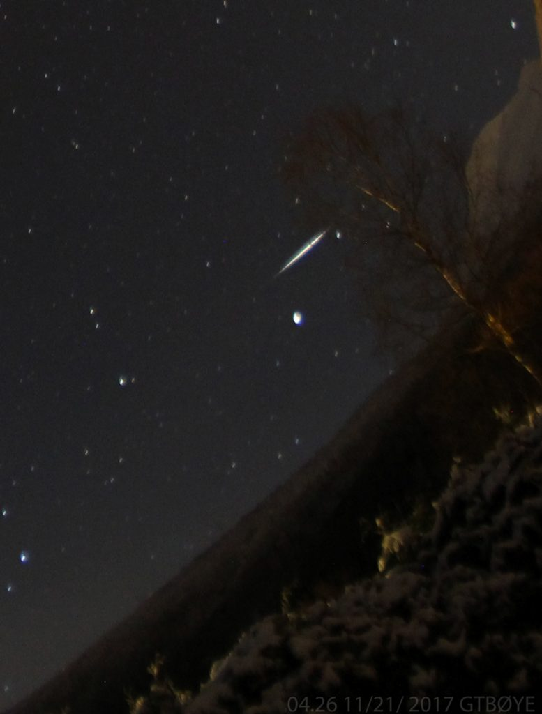 About one hour later the Canon DSLR recorded this meteor.