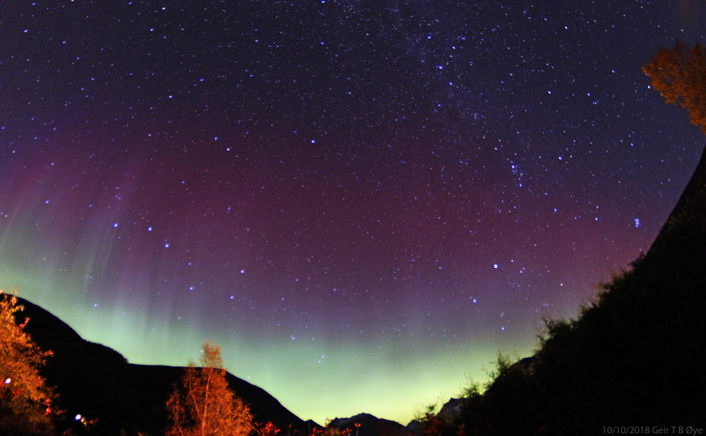 A nice display of  Northern lights on the evening of October 10, 2018. The verdant wall above the mountains lasted a few minutes.