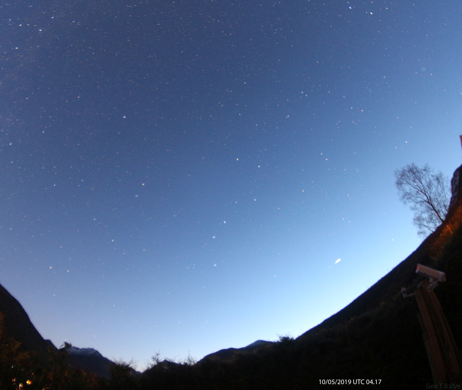 This object was visible in the early morning (04.17 UTC) on October 5, 2019. Photo details: Canon 650D, Vititar 8 mm fisheye-lens, iso: 1600 Exposure: 58,3 seconds
