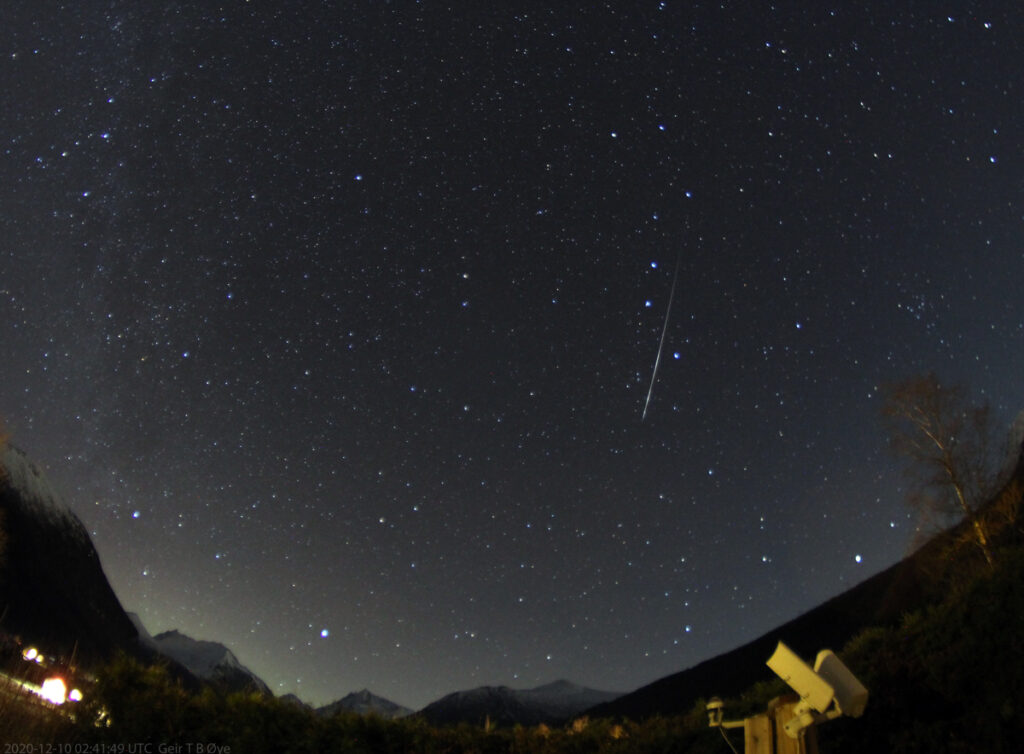 A meteor from the Monocerotids shower traversed the sky at 2020-12-10 02:41:49 UTC.  Photo details: Vivitar 8 mm fisheye-lens, Canon 1300D, tripod, ISO: 1600, exposure 58 sec.